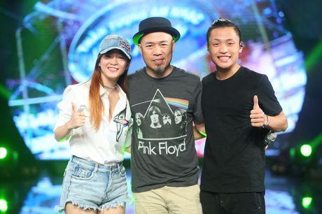 "Dinh Huong va Hoang Quyen ""ru nhau"" khuay dong CK Vietnam Idol - Anh 2"