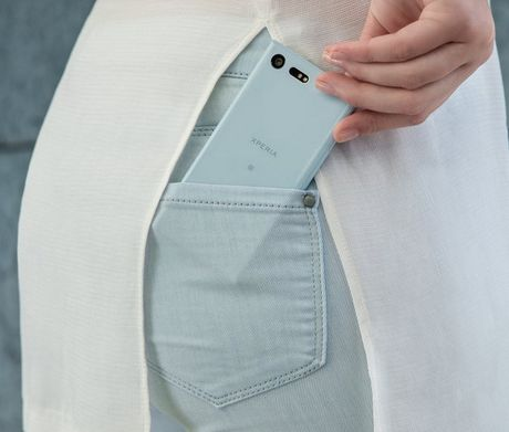 Sony Xperia X Compact va Xperia XZ lo ngay len ke va gia ban - Anh 5