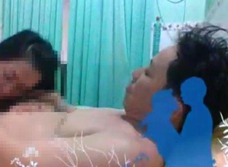 Pho giam doc lo clip nong voi nguoi tinh - Anh 1