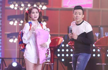 Ngoc Trinh om goi ngu khoc meu ben Tran Thanh - Anh 3