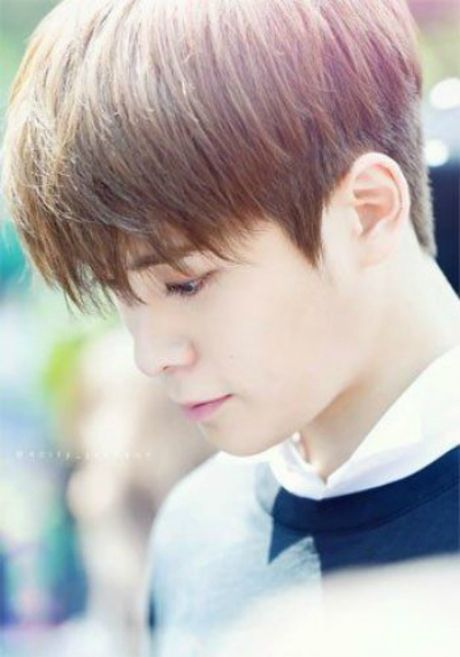 8 idol nam Kpop so huu lan da trang nhu co the 'phat sang' - Anh 10