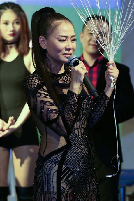 Thu Minh khoc xin loi bo me trong ngay dac biet cua minh ben chong Tay - Anh 3