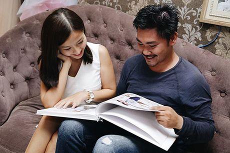 Khanh Hien va ban trai Viet kieu rang ro di thu trang phuc cuoi - Anh 1