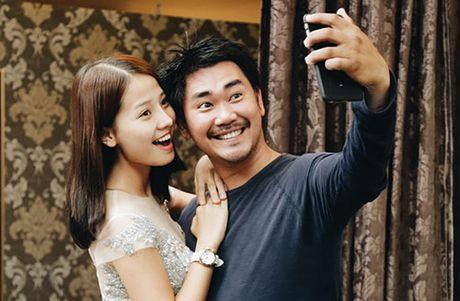 Khanh Hien va ban trai Viet kieu rang ro di thu trang phuc cuoi - Anh 8