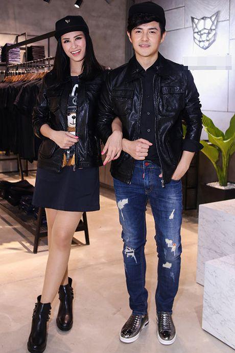 Ong Cao Thang duoc ban gai Dong Nhi cham soc tung ly tung ty - Anh 2