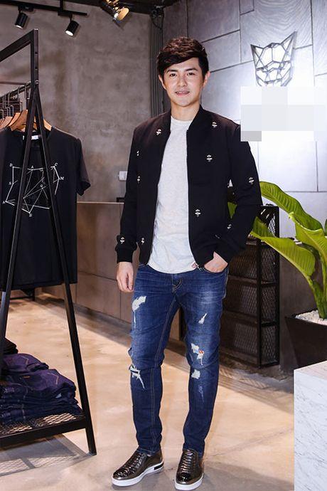 Ong Cao Thang duoc ban gai Dong Nhi cham soc tung ly tung ty - Anh 3