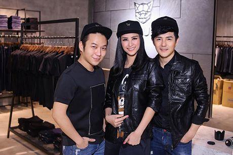 Ong Cao Thang duoc ban gai Dong Nhi cham soc tung ly tung ty - Anh 5