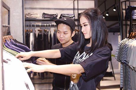 Ong Cao Thang duoc ban gai Dong Nhi cham soc tung ly tung ty - Anh 6