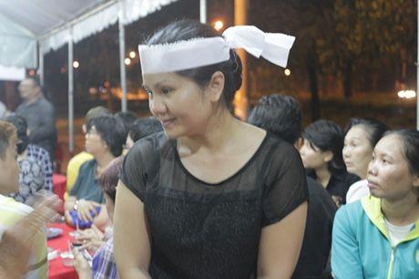"Dong nghiep den vieng ""huyen thoai cai luong"" Thanh Tong trong dem muon - Anh 5"