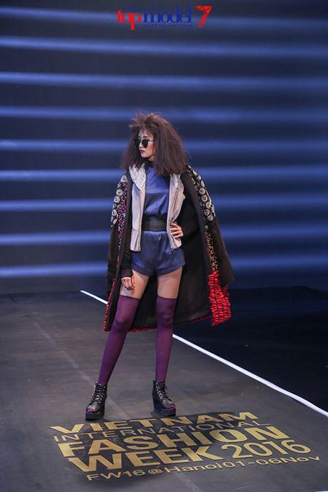 Top 7 Next Top Model vut ao, catwalk nguoc khi quay quang cao - Anh 3