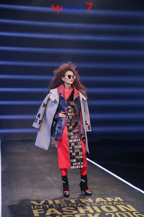 Top 7 Next Top Model vut ao, catwalk nguoc khi quay quang cao - Anh 5