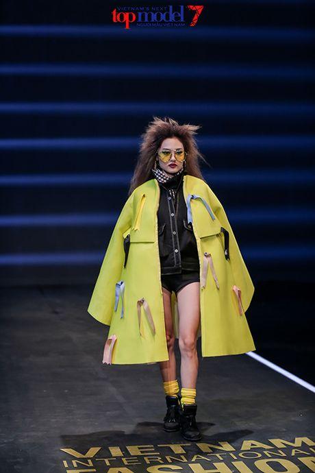 Top 7 Next Top Model vut ao, catwalk nguoc khi quay quang cao - Anh 7