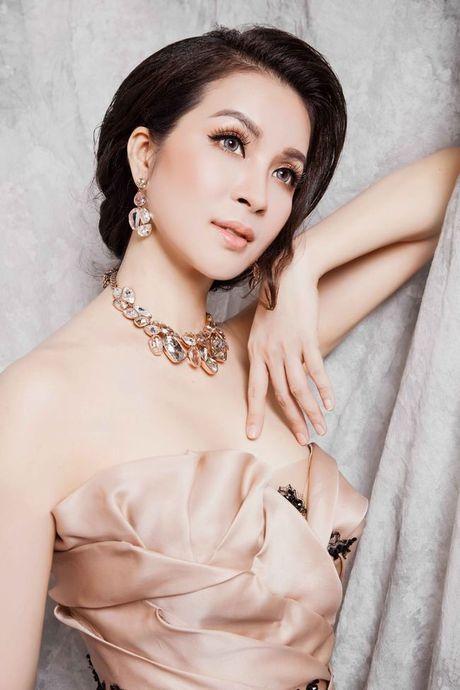 Mc Thanh Mai dep kieu sa voi vay da hoi - Anh 3