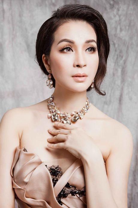 Mc Thanh Mai dep kieu sa voi vay da hoi - Anh 4