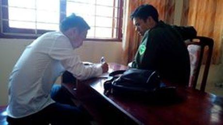 Mot phong vien bi hanh hung khi tac nghiep tren cau Nhat Tan - Anh 1