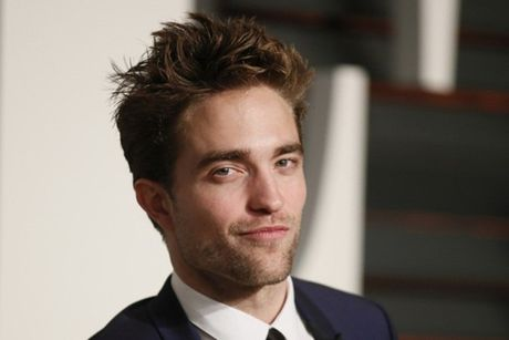 Robert Pattinson bat ngo thua nhan minh dong tinh - Anh 2