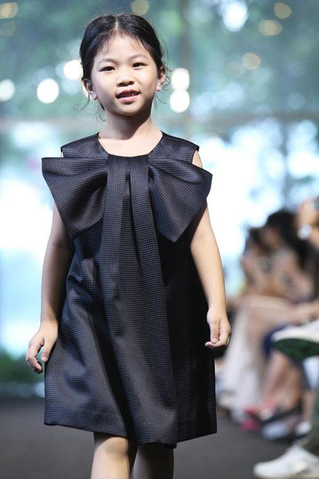 Vu Cat Tuong dua hoc tro 'The Voice Kids' len san catwalk - Anh 10