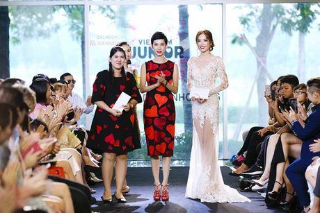 Vu Cat Tuong dua hoc tro 'The Voice Kids' len san catwalk - Anh 11
