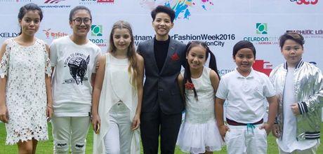 Vu Cat Tuong dua hoc tro 'The Voice Kids' len san catwalk - Anh 2