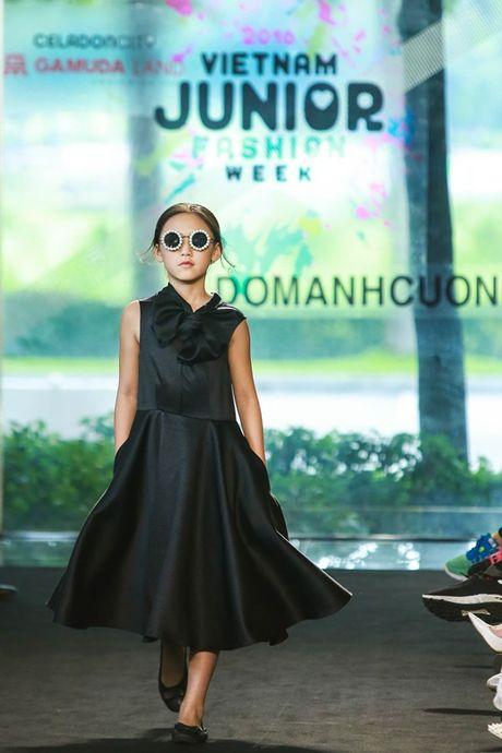 Vu Cat Tuong dua hoc tro 'The Voice Kids' len san catwalk - Anh 4