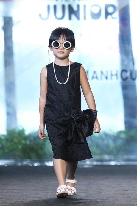 Vu Cat Tuong dua hoc tro 'The Voice Kids' len san catwalk - Anh 5