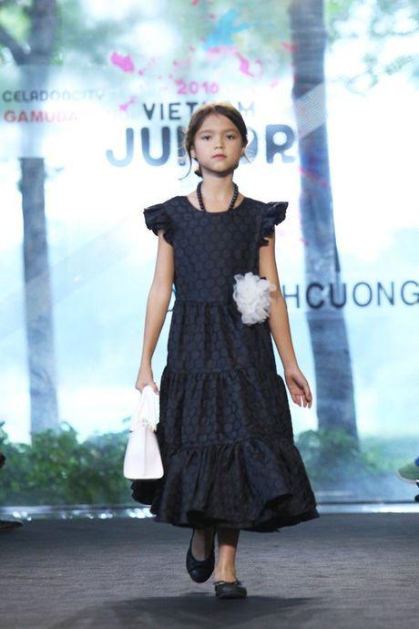 Vu Cat Tuong dua hoc tro 'The Voice Kids' len san catwalk - Anh 6
