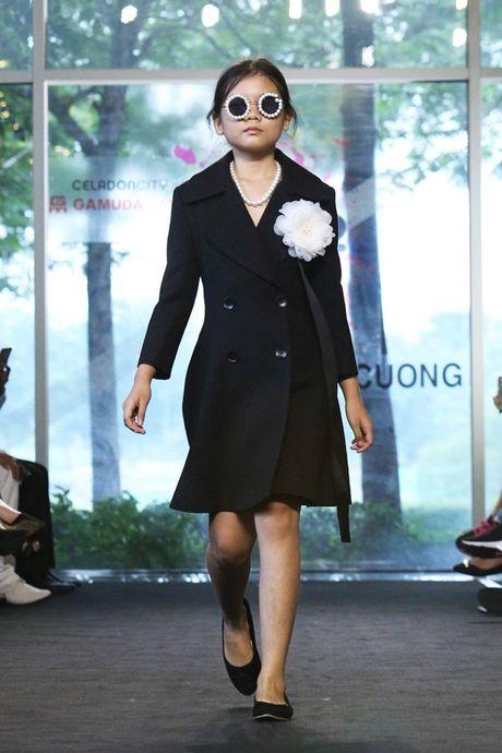 Vu Cat Tuong dua hoc tro 'The Voice Kids' len san catwalk - Anh 7