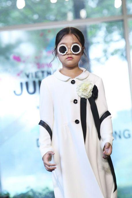 Vu Cat Tuong dua hoc tro 'The Voice Kids' len san catwalk - Anh 8