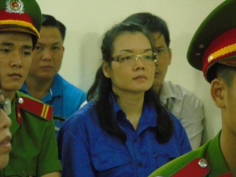 Huynh Thi Huyen Nhu lai ra toa trong vu chiem doat 670 ty cua ACB - Anh 2