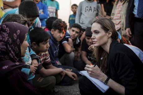 Angelina Jolie nguoi phu nu dung cam va lam chu cuoc song - Anh 10