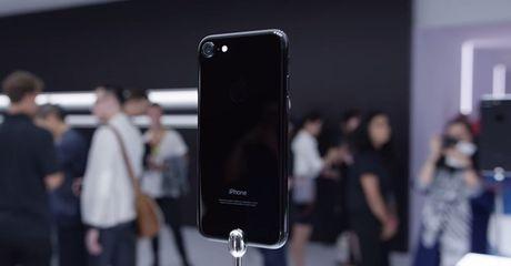 """Het thoi vang hong, iPhone den bong """"len ngoi"""" chenh gia vai chuc trieu dong - Anh 1"""