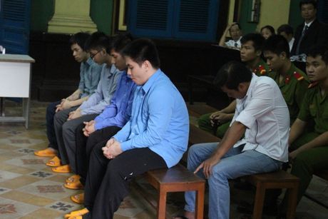 CSGT keu giang ho danh nguoi vi pham lanh 12 nam tu - Anh 2