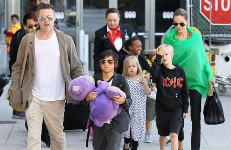 Dat Lai Lat Ma noi gi ve viec Angelina Jolie - Brad Pitt ly hon? - Anh 2