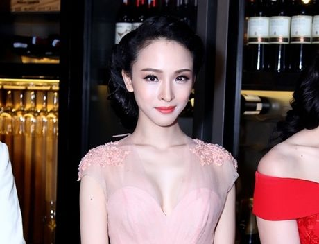 Bo phim duy nhat HH Phuong Nga tham gia voi canh nong cung ban dien nuoc ngoai - Anh 1
