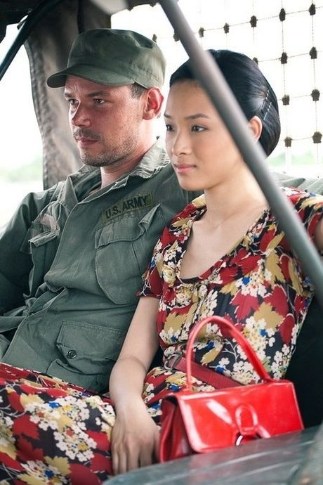 Bo phim duy nhat HH Phuong Nga tham gia voi canh nong cung ban dien nuoc ngoai - Anh 2