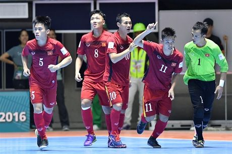 Ve nuoc, DT Futsal Viet Nam duoc VFF thuong ngay 1,5 ty - Anh 1