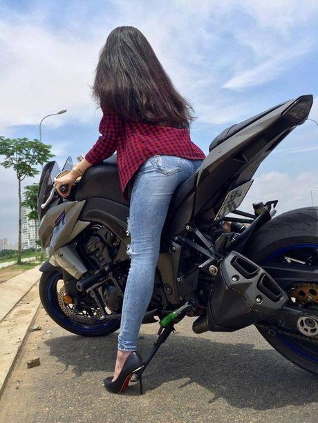 Nguoi dep 'be hat tieu' so ke voi Kawasaki Z1000 - Anh 7