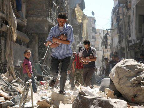 Ngung ban chet yeu, quan doi Syria mo dot tan cong moi vao Aleppo - Anh 1