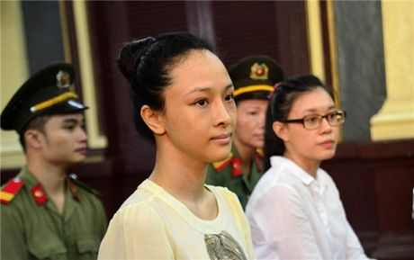 Hoa hau Phuong Nga duoc nhieu sao Viet benh vuc giua vong lao ly - Anh 1