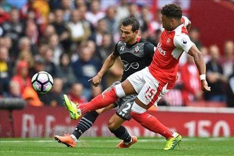 "Chamberlain: ""Su ky luat se giup Arsenal danh bai Chelsea"" - Anh 2"
