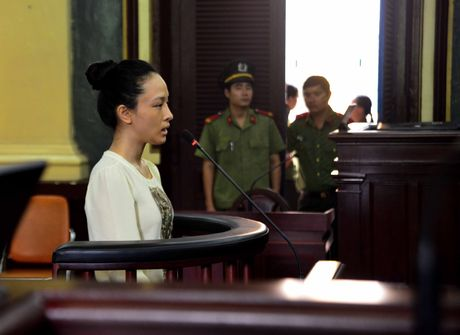 Hoa hau Phuong Nga va 'Quyen im lang' - Anh 1