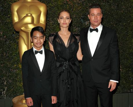 Brad Pitt va Angelina Jolie co the mua duoc doi hinh gom ca Messi lan Ronaldo - Anh 1