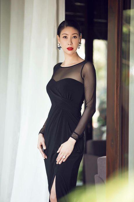 Nhung Hoa hau lao dao, lan dan vi scandal 'tinh - tien' chan dong du luan - Anh 3