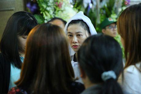 Nguoi dan vay kin, bao ve phai lap rao chan quanh le tang NSND Thanh Tong - Anh 10