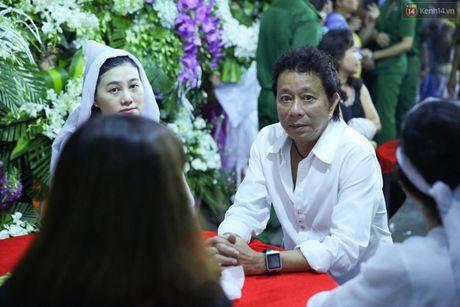 Nguoi dan vay kin, bao ve phai lap rao chan quanh le tang NSND Thanh Tong - Anh 14