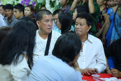 Nguoi dan vay kin, bao ve phai lap rao chan quanh le tang NSND Thanh Tong - Anh 15