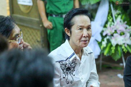 Nguoi dan vay kin, bao ve phai lap rao chan quanh le tang NSND Thanh Tong - Anh 16