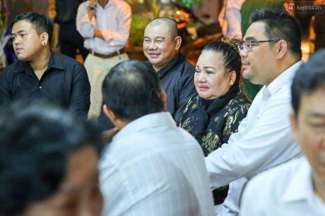 Nguoi dan vay kin, bao ve phai lap rao chan quanh le tang NSND Thanh Tong - Anh 6