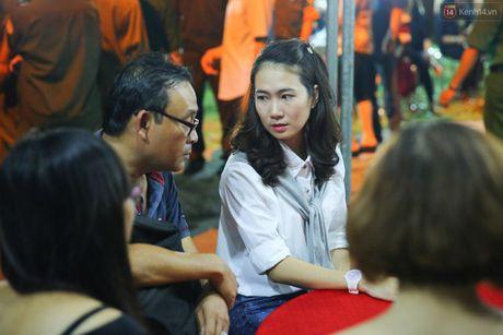 Nguoi dan vay kin, bao ve phai lap rao chan quanh le tang NSND Thanh Tong - Anh 8