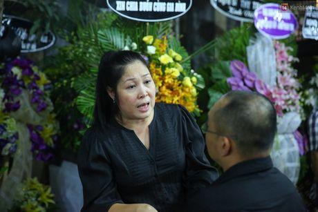 Nguoi dan vay kin, bao ve phai lap rao chan quanh le tang NSND Thanh Tong - Anh 9